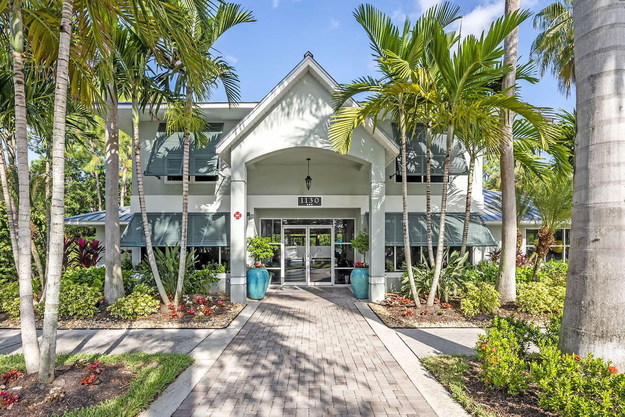 meadow-brook-preserve-apartments-in-naples-florida-1